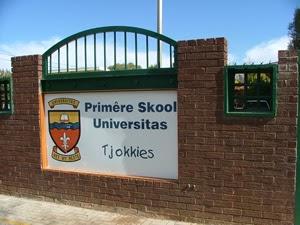 Onderwysers by Bloemfontein skool gyselaar gehou tydens gewapende roof.