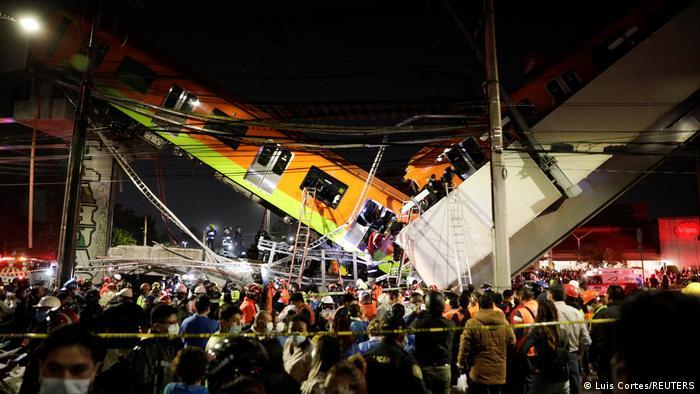 Vyftien sterf en sewentig beseer nadat treinbrug in Mexico ineenstort
